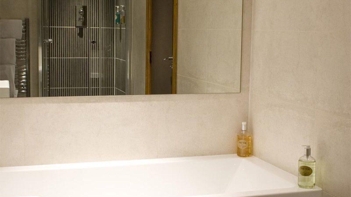 Lodge Graham Shower
