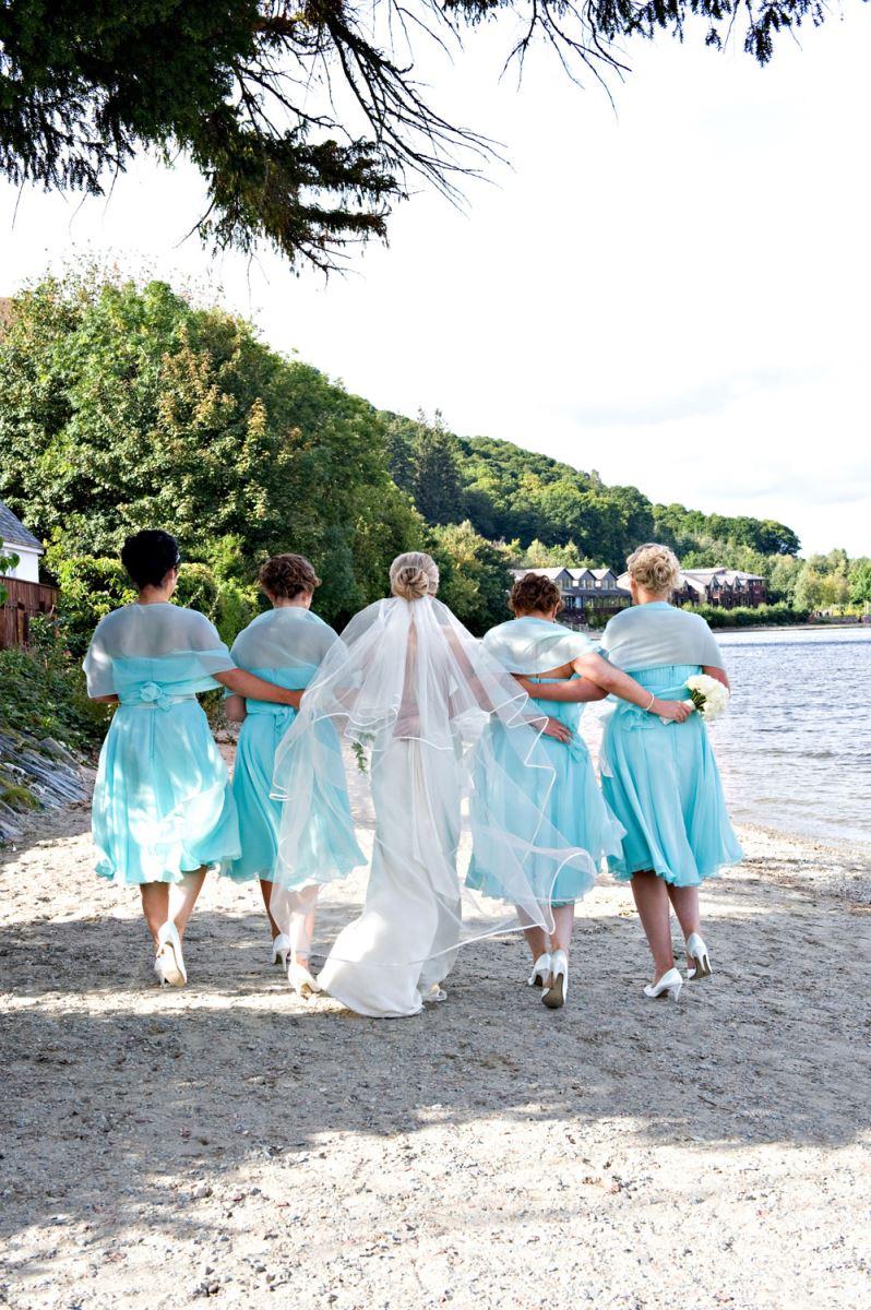weddingbeachwalk-girls