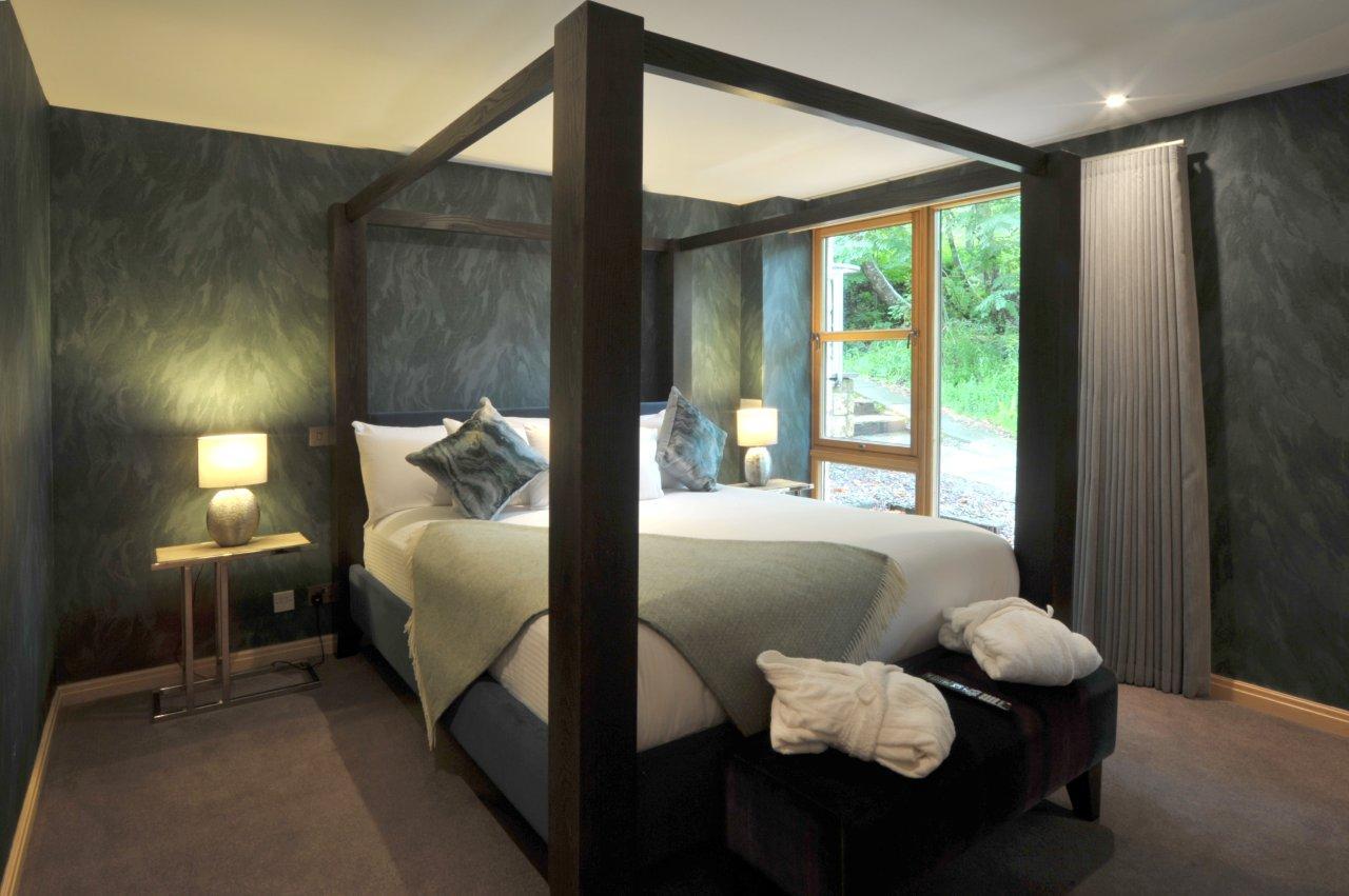 Travis Suite Bed