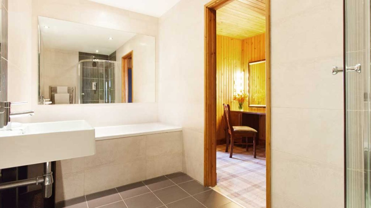 Lodge_1170x578px_room_graham_3