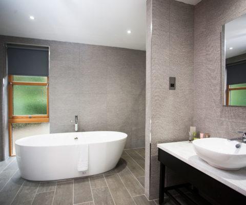 Cuillin suite bathroom